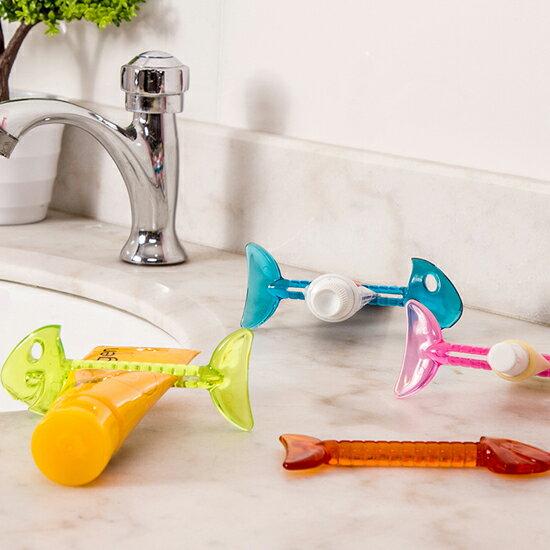 ?MY COLOR?魚骨造形牙膏擠壓器 洗漱 衛浴 手動 洗面乳 家居 韓國 小物 創意 零食 水果 【F72】