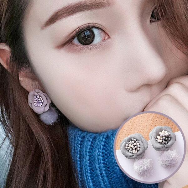 77美妝:簡約氣質毛球耳環耳針(山茶花+毛球)MSZ9508-F
