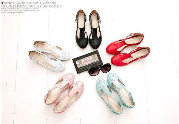 Pyf♥復古雕花鏤空中空T字皮帶扣環圓頭低跟瑪莉珍鞋娃娃鞋加大52大尺碼女鞋
