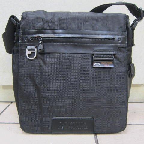 ~雪黛屋~TaTi 側背包 隨身物品專用包可放A4資料夾本產品通過30kg拉力測試 防水尼龍布AI425黑