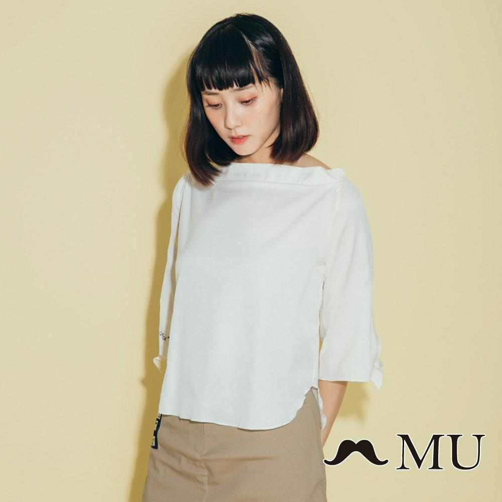 【MU】一字領袖子綁結上衣(2色)8323161 1