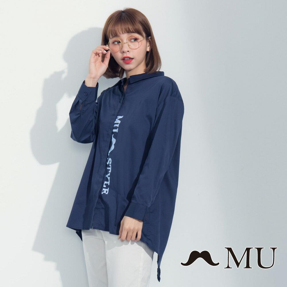 【MU】LOGO印花前短後長後開岔襯衫 8323163 0