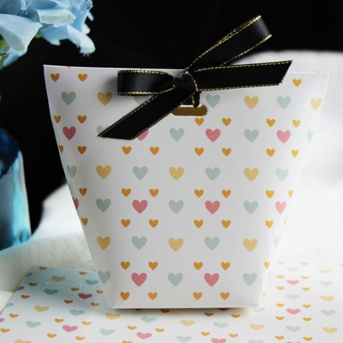 [Hare.D] 白底愛心禮盒 附絲帶 禮物 生日 送禮 禮品 謝禮 萬聖節