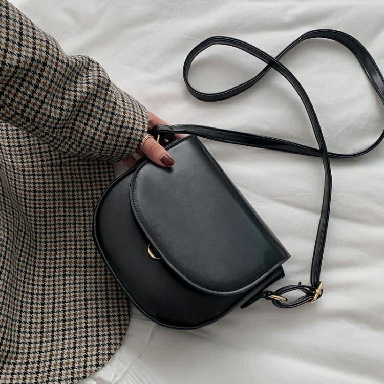 斜背包 包包2021新款潮韓版網紅馬鞍包質感森系斜背小包復古百搭側背女包 摩可美家