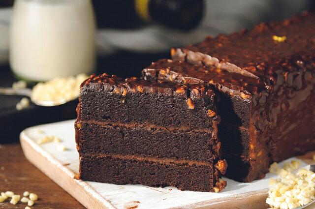 70%比利時黑巧克黑金磚【免運】-70%濃郁巧克力外皮、蛋糕體、內餡,與杏仁碎果的美味交融★5月全館滿499免運 1