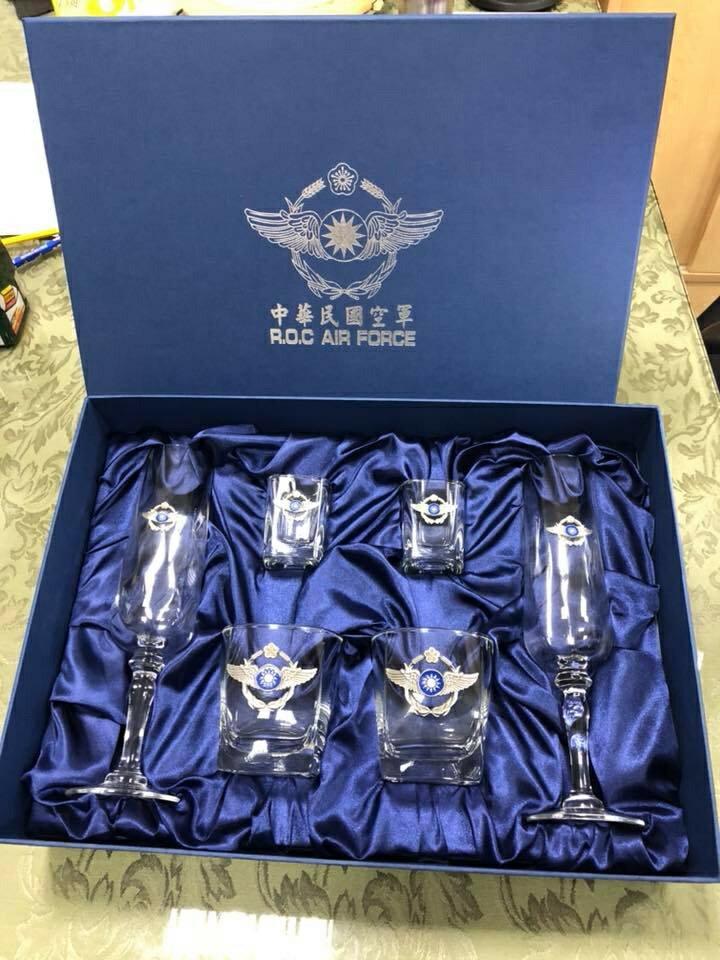 空軍杯 禮盒組 空軍徽 立體徽 威士忌杯 列酒杯 香檳杯 一組6入 (獨家販售)【嘎嘎屋】 0