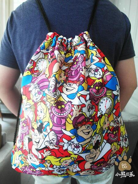小熊日系*滿版愛麗絲後背包束口袋,妙妙貓收納包收納袋外出袋旅行袋迪士尼