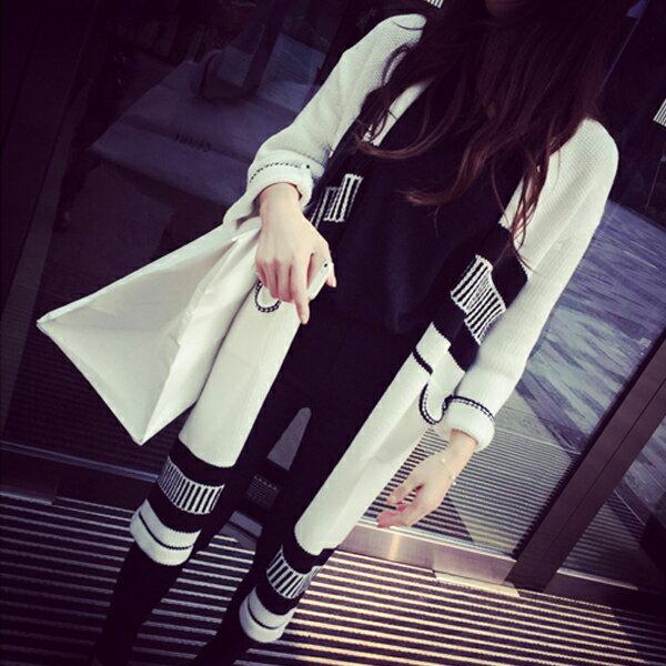 梅西蒂絲Mercedes Shop:《早秋新品5折》東大門幾何黑白針織V領超長款毛衣外套-梅西蒂絲(現貨+預購)