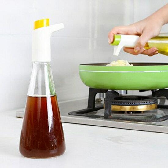 ●MY COLOR●廚房可控油量壺瓶(單瓶) 醬油 醋 防漏 調料瓶 油罐 玻璃 調味醬 香油 按壓式 玻璃瓶【S49】