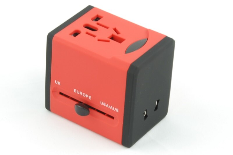 【凱樂絲】USB轉換插座 旅行好幫手 - 方形紅色-英美澳歐四大標準插腳 1