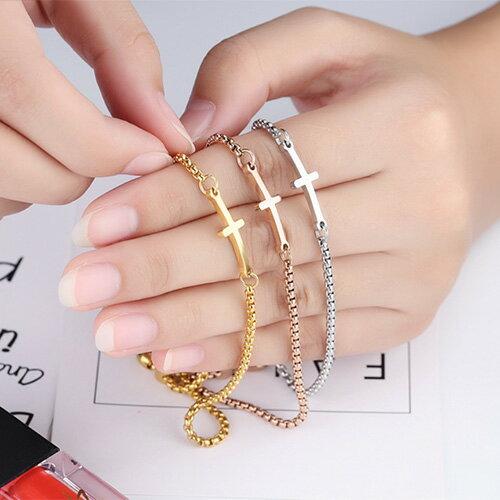 QBOX Fashion 飾品:《QBOX》FASHION飾品【B100N892】精緻秀氣十字架女款可調式鈦鋼手鍊手環(三色)