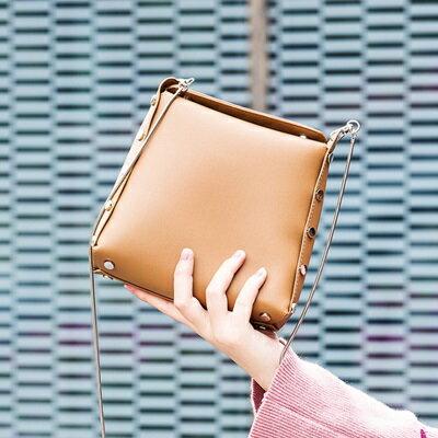 肩背包純色側背包-簡約百搭個性鉚釘女包包4色73sb46【獨家進口】【米蘭精品】