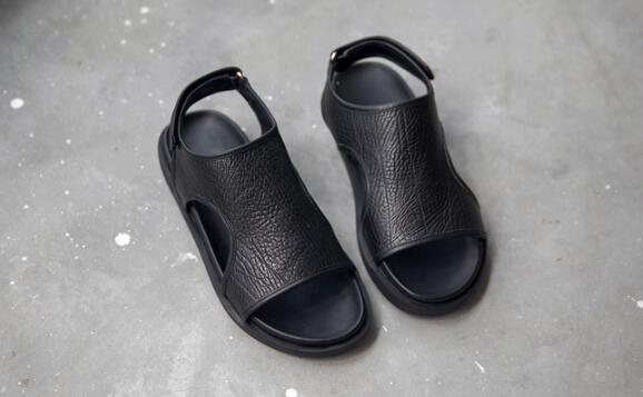 FINDSENSE服飾:FINDSENSEMD日系時尚潮男高品質頭層牛皮低跟露趾個性魔術貼羅馬涼鞋