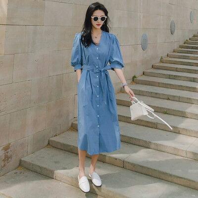 韓系女裝V領藍色高腰繫帶單排扣泡泡袖連身裙洋裝樂天時尚館。預購