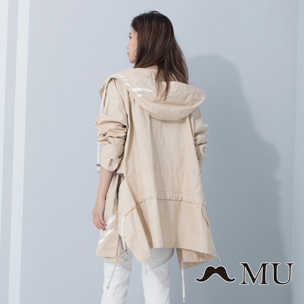 【MU Outlet】設計款特殊剪裁連帽風衣外套(卡其) ► 滿1500享88折