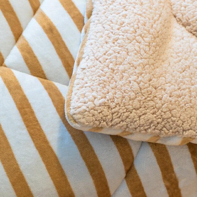 經典線條 羊羔絨暖被 內有充棉  可當棉被使用 150cmX195cm (正負5cm) 4