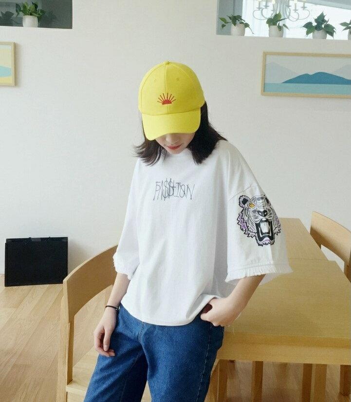 【V2503】shiny藍格子-酷炫休閒.超寬鬆字母印花流蘇袖口上衣 4