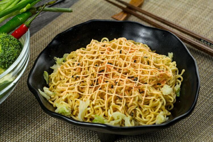 有樂町進口食品 日本 明星一平夜店 燒炒麵 濃郁的醬燒味 滑溜溜的美乃滋提味 J50 4902881048651 1