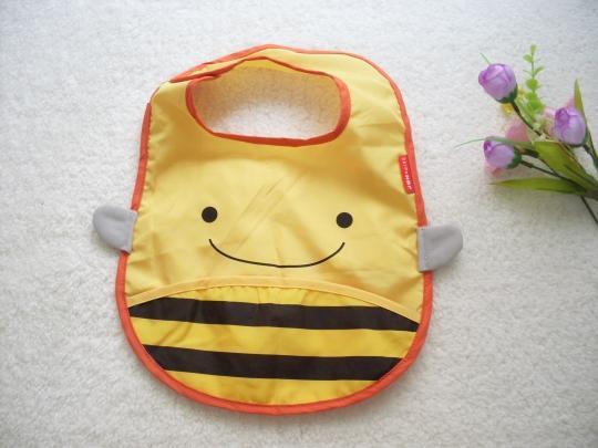 B01 原單蜜蜂防水吃飯衣,方便收納的設計喔