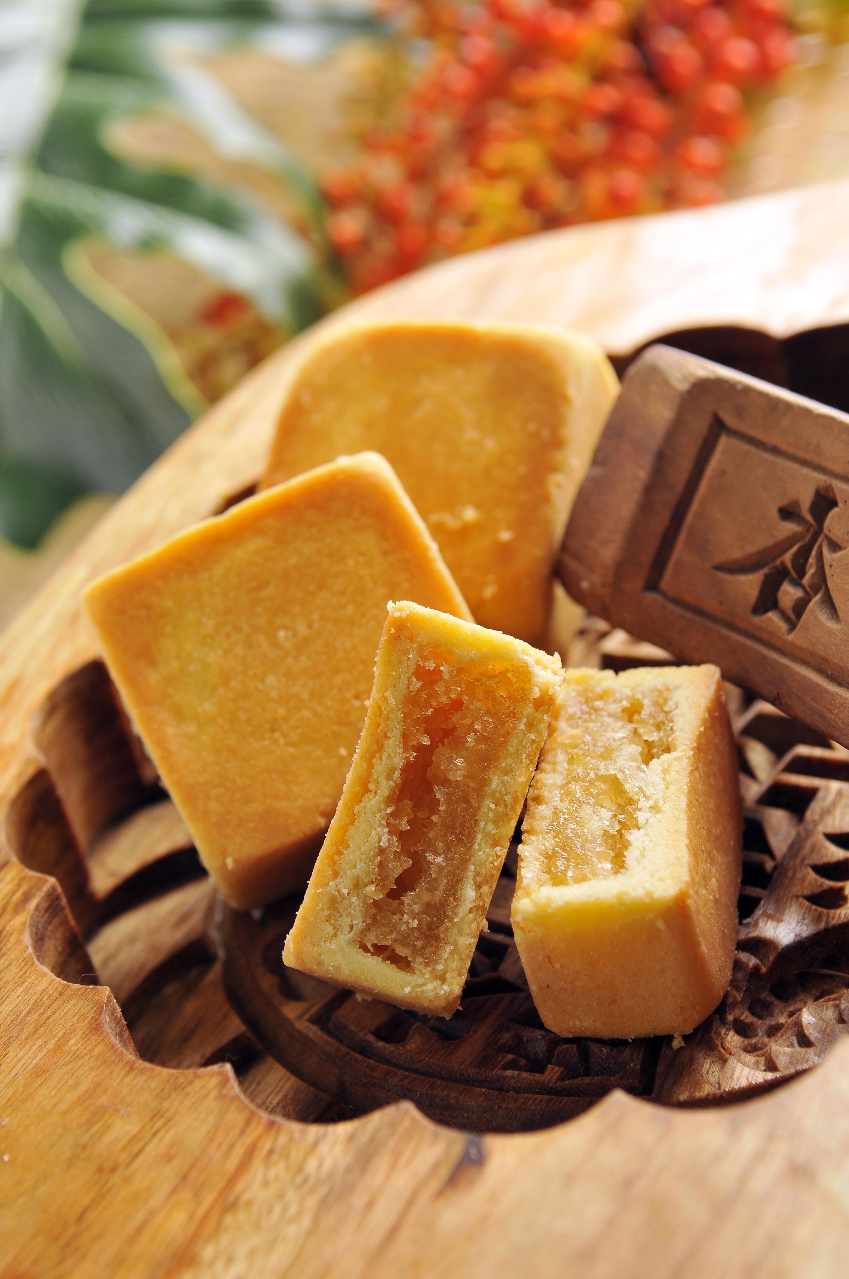 【大溪七十年以上老店─杏芳食品】鳳梨酥10入(禮盒裝)★ 2