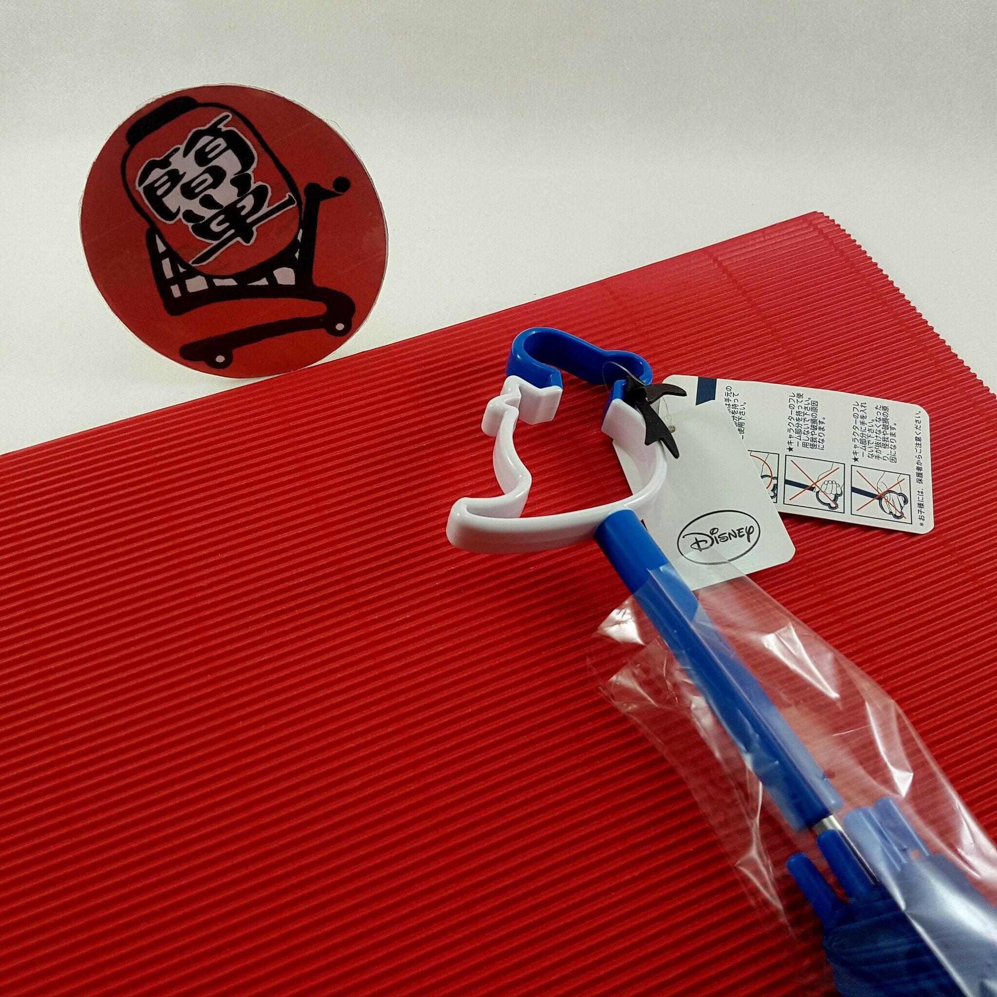 『簡?全球購』深藍柄彩色唐老鴨款 日本 迪士尼 唐老鴨鏤空造型把手 透明直傘 雨傘
