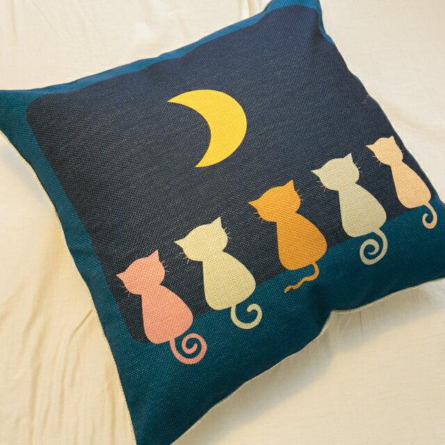 貓咪曬月亮抱枕  棉麻材質  45cmX45cm 花色獨特 觸感扎實 1