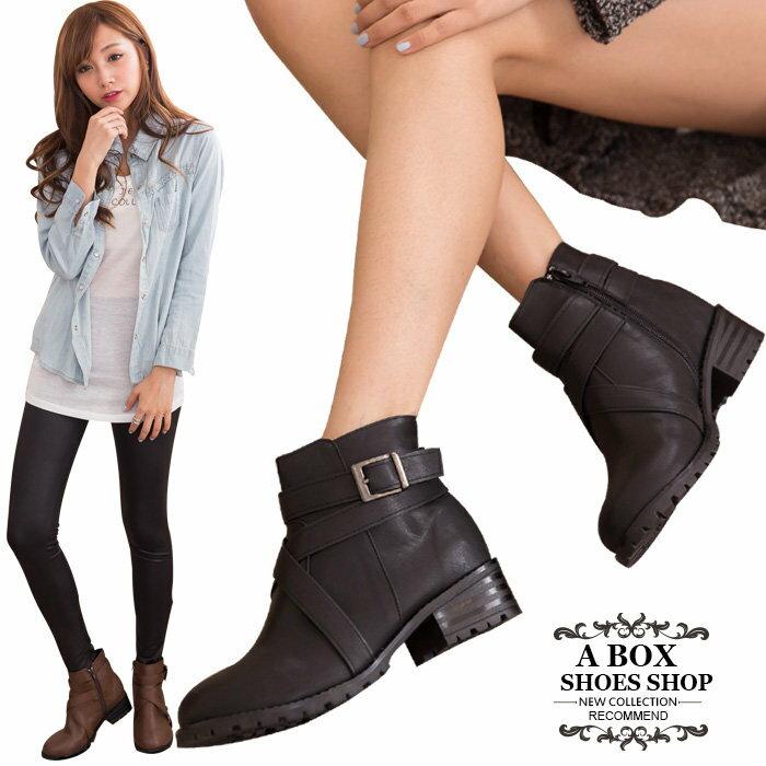 格子舖*【KW2190】MIT台灣製 帥氣金屬扣環繞帶皮革 拉鍊低跟短靴 馬丁靴 機車靴 工程靴 2色 0