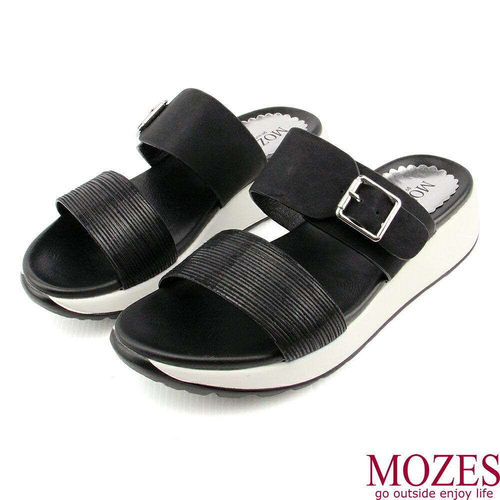 【MOZES】雙帶釦飾壓紋厚底拖鞋