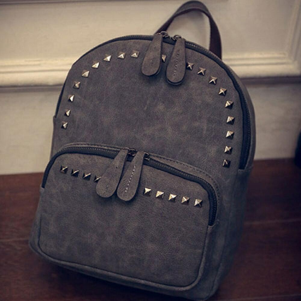 ✤宜家✤【WK16110419】新潮時尚鉚釘百搭雙肩後背包 學生書包 (黑)