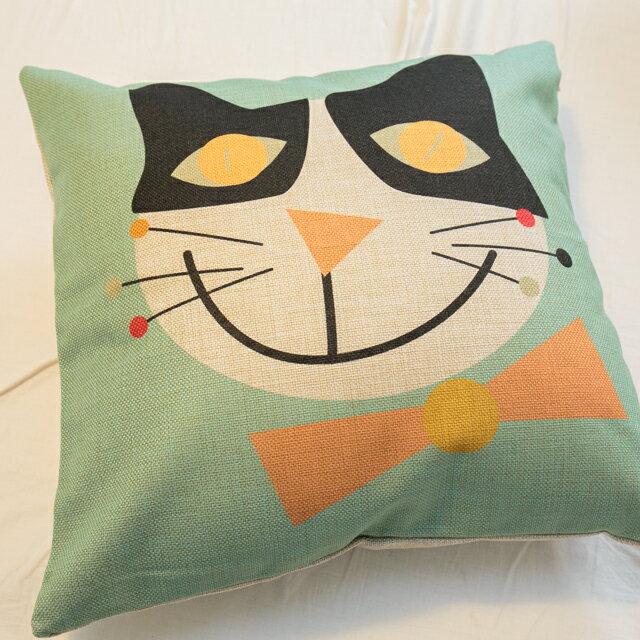 大眼黑白貓抱枕  棉麻材質   45cmX45cm 花色獨特 觸感扎實 3