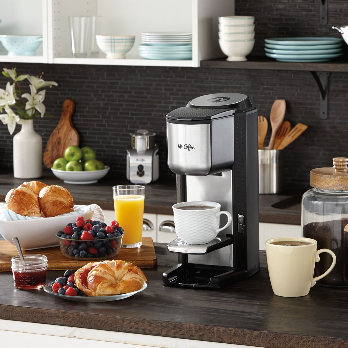 Mr. Coffee Single Cup Coffeemaker with Built-in Grinder, with Travel Mug Included BVMC-SCGB200 6