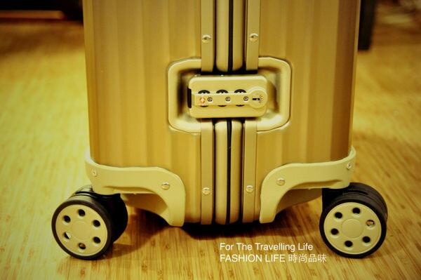 【租時尚】- [全省可郵寄]行李箱出租RIMOWA TOPAS TITANIUM 鋁鎂合金,一天250元!