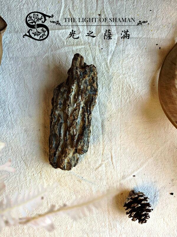[光之薩滿]]少有大塊絕對天然土藏柯巴脂 B7