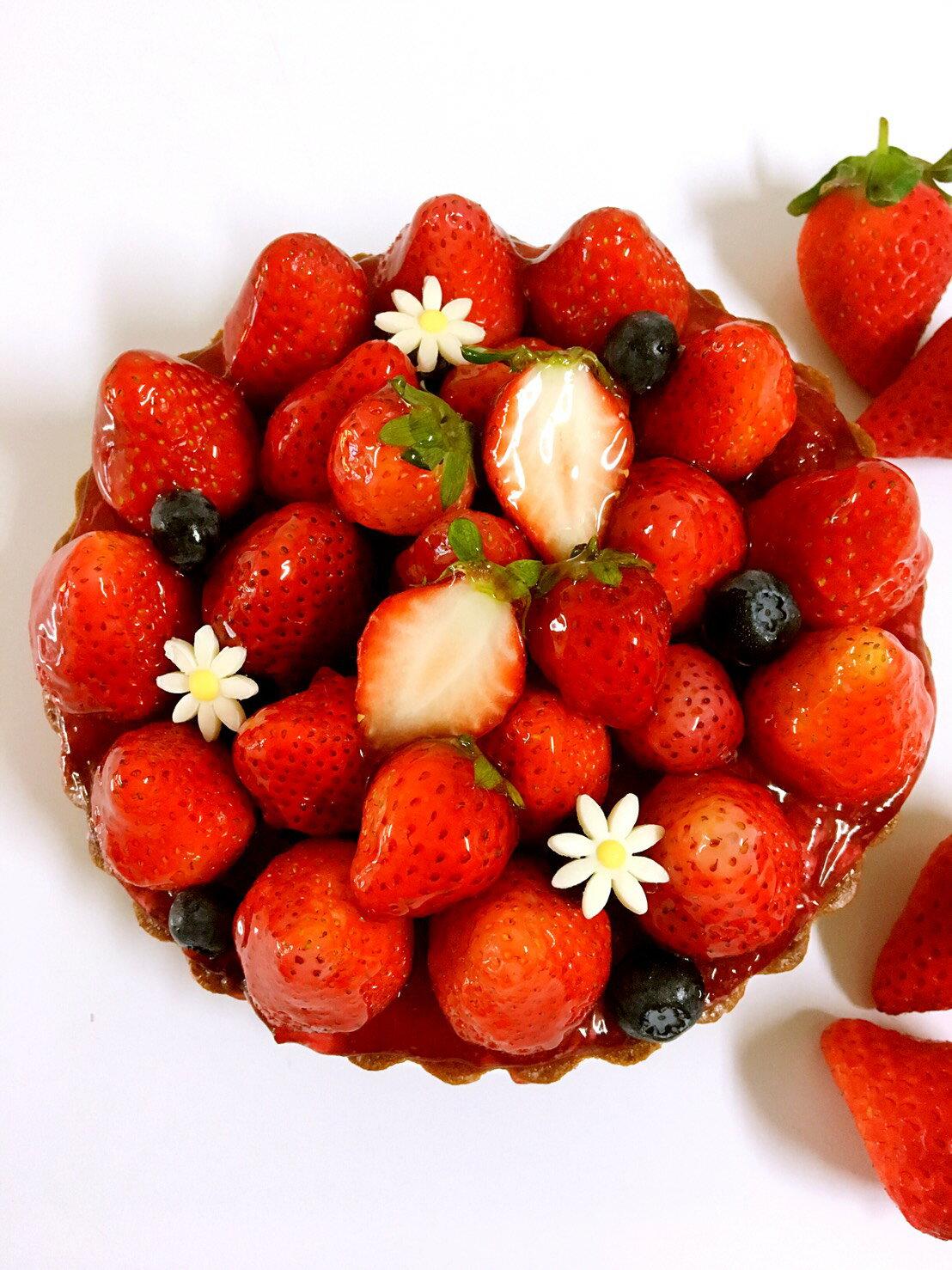 ✿熱戀莓飛色舞-草莓塔 (6吋) 新鮮草莓๑讓氣氛浪漫滿分๑有如花開綻放的美๑酸酸甜甜幸福滿滿【紅鞋女孩手作甜點】慶生派對、野餐甜點、浪漫情人節日、團購辦公室點心、下午茶時光