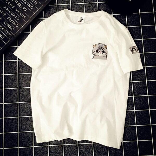 《全店75折》中大尺碼BF風刺繡貓咪短袖T恤上衣(M-2XL,2色)-梅西蒂絲(現貨+預購)