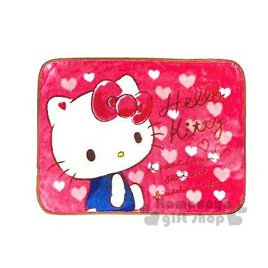 〔小禮堂〕Hello Kitty 隨身披肩毯《桃粉.粉白愛心.側坐.吊帶褲》70x100(cm)