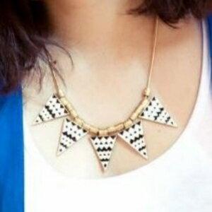美麗大街【GX0372】 歐美範兒 復古黑白條紋波紋三角形蛇骨項鍊項飾品