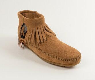 【Minnetonka 莫卡辛】土駝色 - 麂皮流蘇羽毛踝靴【全店免運】