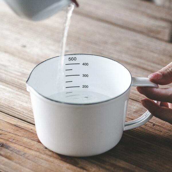 麻吉小舖:鄉村Zakka廚房日式搪瓷琺瑯刻度量杯500ML