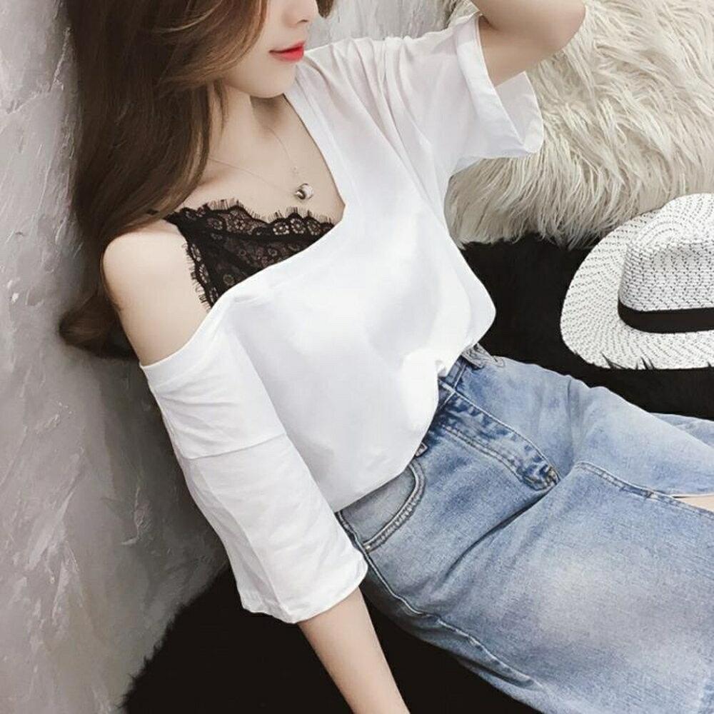 女裝韓范蕾絲拼接V領上衣露肩白色半截袖T恤女五分袖洋氣小衫 三角衣櫃