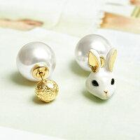送女生聖誕交換禮物推薦聖誕禮物飾品到〔APM飾品〕日本Kaza 毛線球物語白貓玉兔耳環組 (白貓) (玉兔)就在APM推薦送女生聖誕交換禮物