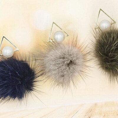 日本Kaza 幾何珠心三角毛球耳環