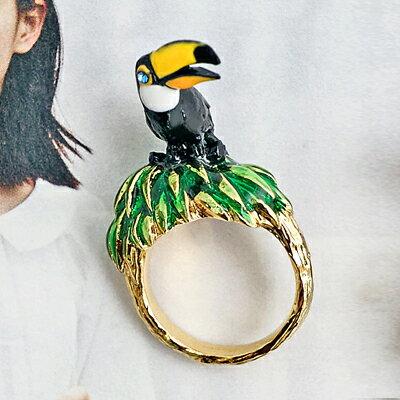 〔APM飾品〕日本Gargle 叢林歷險七彩鸚鵡戒指 (彩色系) (黑色系)