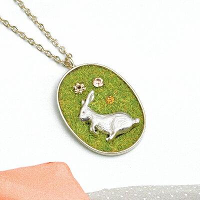APM:〔APM飾品〕日本Luccica徐風吹拂草原白兔項鍊