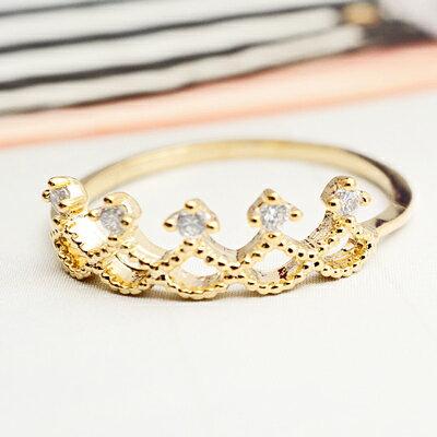 〔APM飾品〕日本Luccica美夢鑲嵌蕾絲后冠戒指(抗過敏)