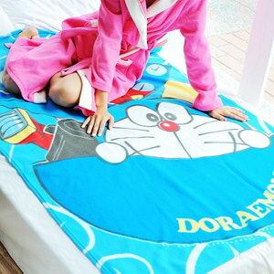 美麗大街【102102622】卡通多啦A夢時空旅行百寶袋印花刷毛毯