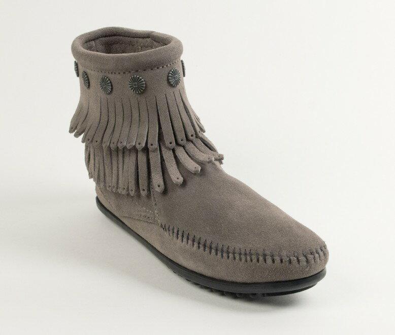 【Minnetonka 莫卡辛】灰色 - 雙層麂皮流蘇踝靴 0