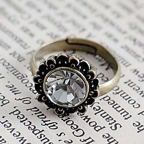 ~E4~213~花開時節 花框中心鑲大鑽 戒指