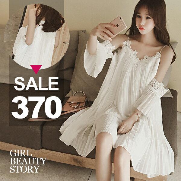 SISI~T6080~甜美性感細肩吊帶蕾絲邊露肩鏤空肩飾中長款百褶雪紡連身裙洋裝