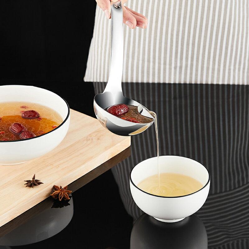 304不銹鋼隔油大湯勺長柄家用創意廚房湯匙過濾水舀子盛湯漏油勺